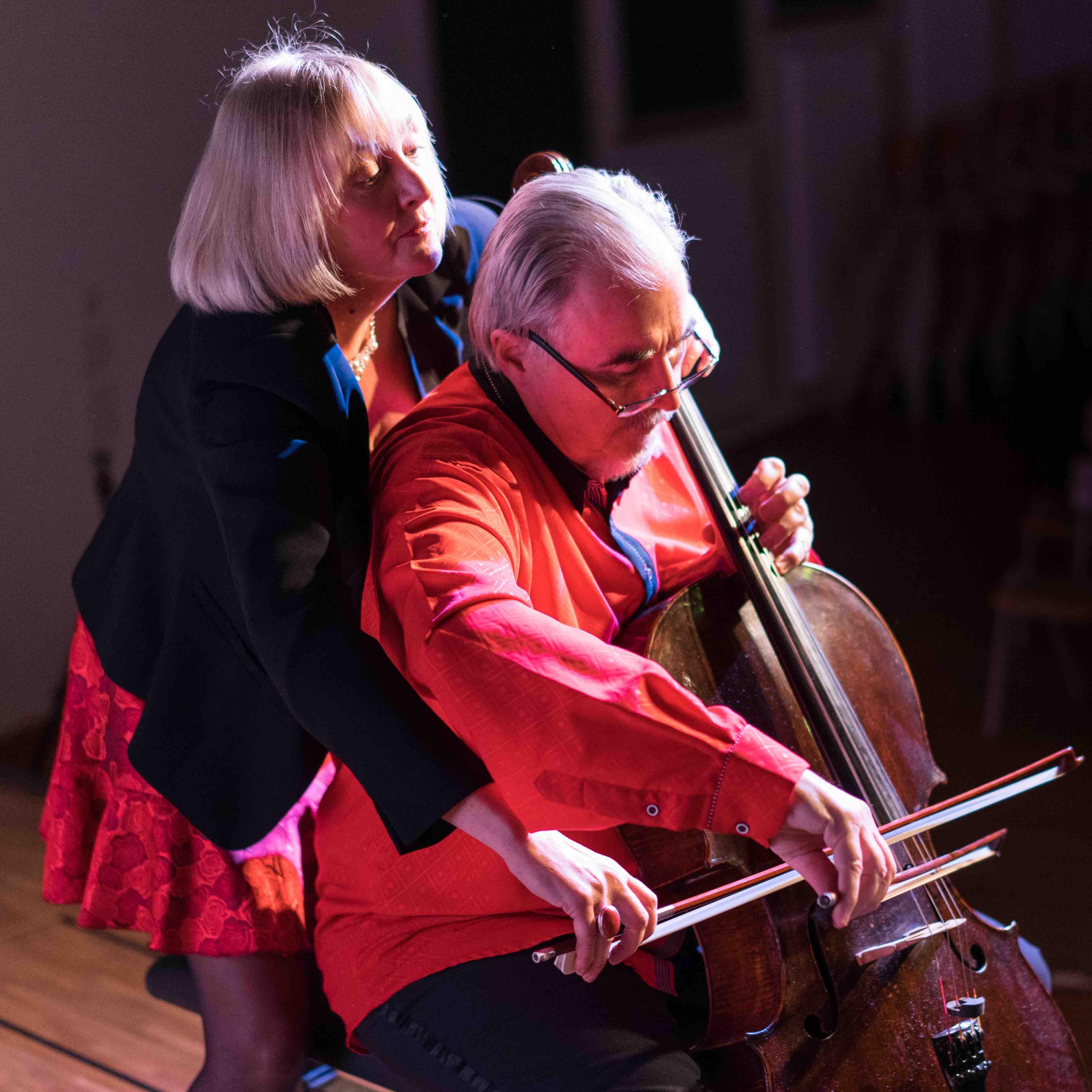 1 Cello mit 4 Händen